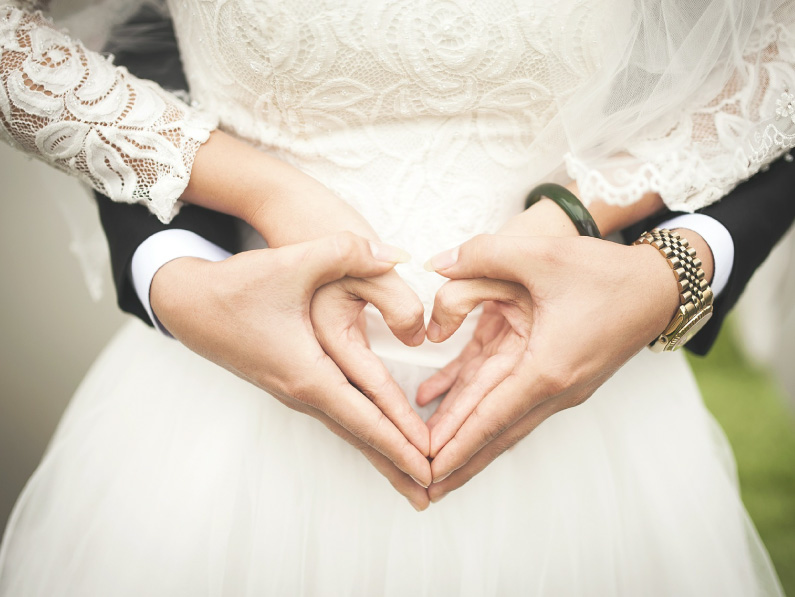 STEAMBOAT-MOUNTAIN-WEDDINGS-heart-hands
